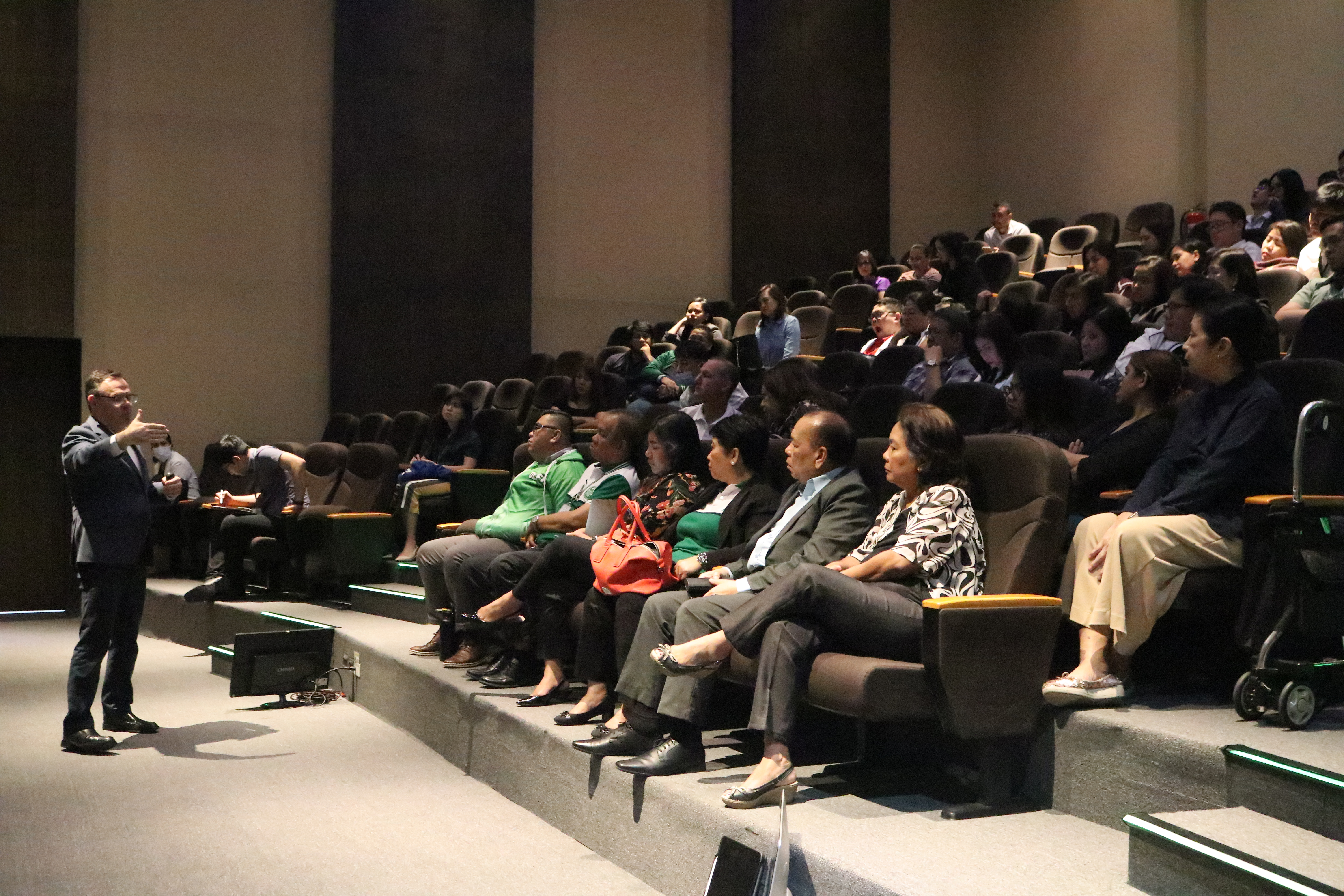 Apple Healthcare Lecture hosted at OLFU